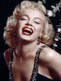 Be inspired by the ultimate beauty icon, Marilyn Monroe. www.handbag.com