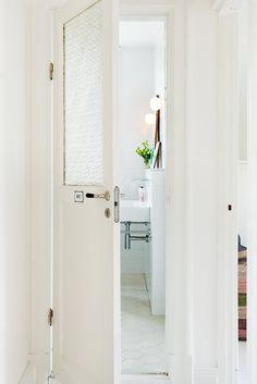 White and bright Swedish home - via coco lapine blog