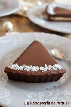 Una tarta redonda...( nunca mejor dicho ).... para acabar de la mejor manera el año!!!. La noche si viste de gala, tu mesa es todo un lujo, por eso no puede f