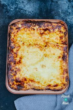Lasagne - Pinch Of Nom Slimming Recipes Slimming World Lasagne, Pinch Of Nom, Lasagne Recipes, Healthy Recipes, Healthy Meals, Healthy Food, Natural Yogurt, Low Cholesterol, Slimming World Recipes