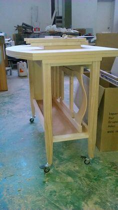 Nuevo modelo de mesa plegable preparada para pintar.