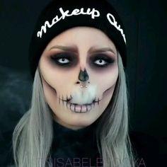 Maquillage Halloween Zombie, Halloween Makeup Sugar Skull, Cute Halloween Makeup, Halloween Eyes, Halloween Makeup Looks, Halloween 2020, Halloween Make Up Scary, White Contacts Halloween, Zombie Make Up