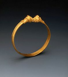 Ancient European Gold Bracelet With Animal Heads Clasp.