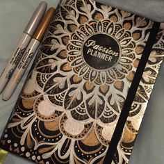 We love seeing members of our get creative with their covers! Thanks to for showing us her beautifully designed Passion Planner! Passion Planner, Happy Planner, Notes Taking, Gift Wrapper, Planner Layout, Pencil And Paper, Day Planners, How To Draw Hands, Artsy
