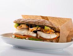 Πείνασες; Χορταστικό caprese σάντουιτς με αβοκάντο και μοτσαρέλα The Kitchen Food Network, Food Network Recipes, Sandwiches, Food Porn, Tasty, Healthy Recipes, Snacks, Breakfast, Tortillas