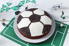 Soccer cake recipe DELICIOUS - Our popular soccer cake recipe and over other free recipes LECKER. Soccer Cake, Zucchini Cake, Football Food, Savoury Cake, Clean Eating Snacks, Quick Easy Meals, Free Food, Chocolate Cake, How To Make Cake