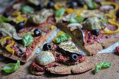 Vegane Pizza mit Auberginenboden&Kichererbsenmehl