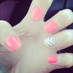 Shellac,chevron,and coral, absolutely beautiful and Fancy Nails, Cute Nails, Pretty Nails, Shellac Manicure, Manicure And Pedicure, Pedicures, Nail Polishes, Nail Polish Designs, Cute Nail Designs