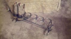 This Horseshoe Boot Rack (Holds 3 Pair of boots) was created using old used horseshoes. The Horseshoes are bare steel and may rust in a moist climate. Horseshoe Projects, Horseshoe Crafts, Horseshoe Art, Metal Projects, Welding Projects, Diy Projects, Horseshoe Ideas, Welding Ideas, Lucky Horseshoe