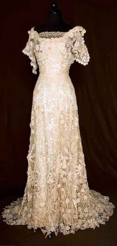 Trained Irish Crochet Gown - c. 1908 - Vintage Gowns, Mode Vintage, Vintage Lace, Vintage Outfits, Vintage Clothing, Vintage Crochet, Vintage Rhinestone, Old Dresses, Pretty Dresses