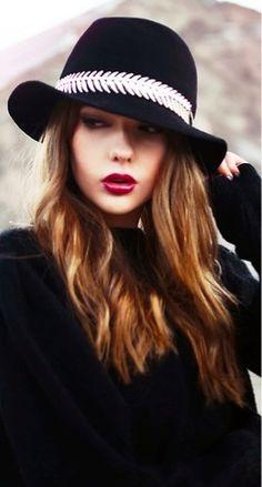 d1c7b4a5ca623 black fall hat  rocktheyear  butterlondon Classy Outfits