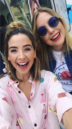 Zoella and Poppy Deyes Poppy Deyes, Sugg Life, Zoe Sugg, British Youtubers, Zoella, Bff Goals, Girl Power, Role Models, Style Icons