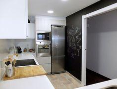 Reforma de cocina con pared de pizarra