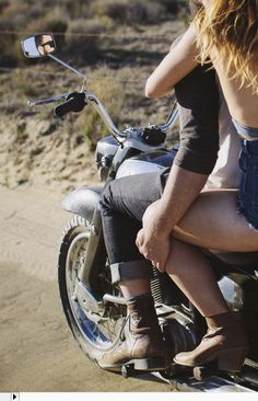 Curating the best bikes, brands and lifestyles of the motorcycle world Motorcycle Couple Pictures, Bike Couple, Harley Davidson, Biker Chick, Biker Girl, Couple Motard, Bobber, Moto Vespa, Motocross