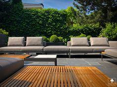 Bij een royale woning in het prachtige Den Haag hebben wij een terrasinrichting gemaakt met o.a. tuinmeubelen van Gloster, Umbrosa en Heatsail. Outdoor Sectional, Sectional Sofa, Royal Botania, Outdoor Furniture, Outdoor Decor, Home Decor, The Hague, Modular Couch, Corner Couch