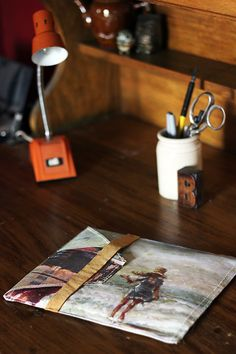 diy ipad case made from art canvas Godbold Smith this would be awesome after having your kids paint the canvas! Diy Projects To Try, Sewing Projects, Quilting Projects, Ipad Accessories, Envelope Design, Craft Tutorials, Sewing Tutorials, Diy Canvas, Painting For Kids