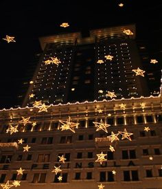 Falling stars, Peninsula Hotel in Hong Kong at Christmas time Copyright: Jimmy Hermogenes