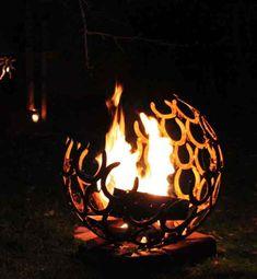 Gartenobjekt, Lichtobjekt, Feuerobjekt  Feuerschale und Gartendekoration- der Blickfang im Garten und ein Highlight bei Nacht! Aus lauter einzelnen Hufeisen doppelt verschweisst für jahrzehntelange...