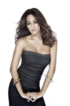Elli Kokkinou - Greek Singer The World Race, The Great Race, Greek Music, Greeks, Brown Skin, Dark Hair, Singers, Beautiful Women, Actors