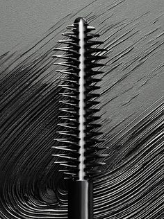Introducing Burberry Cat Lashes: the new eye-opening volume mascara that creates a cat-eye effect. Powerful and captivating, lashes are extended, beautifully styled and fanned out.