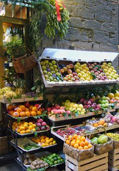 I would love to take this for inspiration and create a 'Florence' market style fruit display... Maybe small wooden crates to fit about 6 pieces of fruit each...