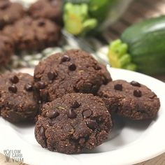 Need a new low-carb dessert? Try these healthy chocolate zucchini cookies. They're a delicious way to sneak in more veggies or use up garden produce. Keto Cookies, Cookies Sans Gluten, Healthy Cookies, Healthy Treats, Cream Cookies, Zucchini Cookie Recipes, Chocolate Zucchini Cookies, Healthy Chocolate, Zuchinni Cookies