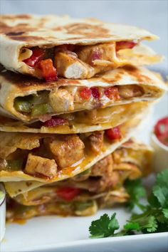 Chicken Quesadillas {Fajita Style},The ultimate loaded quesadillas! They're filled with seared chicken, bell peppers, onions, spices and tons of cheese. So fla. Chicken Flavors, Chicken Recipes, Cheap Meals, Easy Meals, Appetizer Recipes, Dinner Recipes, Easter Recipes, Dinner Ideas, Chicken Quesadillas