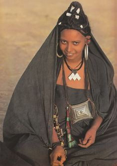 Africa | Tuareg women do not wear a veil, however the men keep their faces covered even when eating.