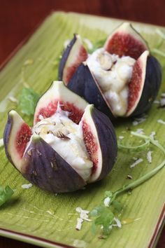 Cheese-Stuffed Figs with Peppery Honey Port Syrup! Just replace the cream cheese with La Crème Cow to give this appetizer a smooth and rich taste! I've always been a fig lover! Fig Recipes, Honey Recipes, Cooking Recipes, Healthy Recipes, Healthy Foods, Antipasto, Yummy Appetizers, Appetizer Recipes, Fig Appetizer