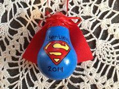 Superman lightbulb ornament Painted Christmas Ornaments, Christmas Crafts For Kids, Xmas Crafts, Christmas Projects, Lightbulb Ornaments, Christmas Diy, Recycled Light Bulbs, Painted Light Bulbs, Light Bulb Art