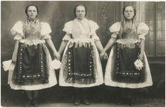 Poliakovce Šariš, Slovakia Folk Costume, Costumes, European Countries, Saris, Czech Republic, Tulle, Photography, Outfits, Fashion