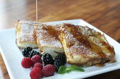 Once you make your French toast with KING'S HAWAIIAN Original Hawaiian Sweet Round Bread, you'll never want it any other way. Top it with Hawaiian Coconut syrup, and you're in for a decadent delight! What's For Breakfast, Breakfast Items, Breakfast Dishes, Hawaiian Sweet Breads, Hawaiian Rolls, Kings Hawaiian, Brunch Recipes, Famous French, Love Food