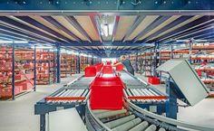 Los transportadores comunican todas las plantas facilitando a los operarios la preparación de pedidos – Mecalux.es