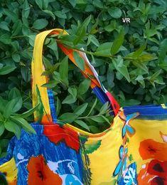 Letní+louka+Taška+ušitá+z+jemé+bavlněné+potištěné+látky.+Spodní+kraj+je+beze+švu.+Rozměry+cca+výška+45cm,+šířka+35cm.