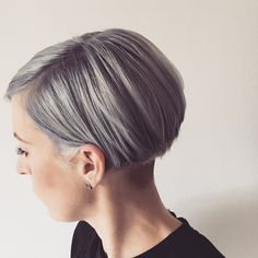 Messy Blonde Balayage Bob - 55 Different Versions of Curly Bob Hairstyle - The Trending Hairstyle Angled Bob Haircuts, Wavy Bob Hairstyles, Pretty Hairstyles, Short Hair Cuts, Short Hair Styles, Blonde Balayage Bob, Pam Pam, Pelo Pixie, Rides Front