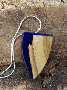 Hout met heldere blauwe epoxy hanger Hars/hout door anneliesjewels