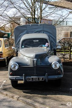 #Peugeot #203 Pick Up au salon de Reims. Reportage complet : http://newsdanciennes.com/2016/03/13/grand-format-les-belles-champenoises-depoque-2016/ #ClassicCar #Vintage #Car #Voiture #Ancienne