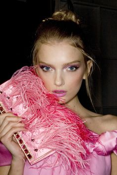 I can't decide what pink bag to take with me tonite................This one is feathery.