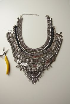 Jillian Undercover: TUTORIAL: DIY DYLANLEX INSPIRED STATEMENT NECKLACE