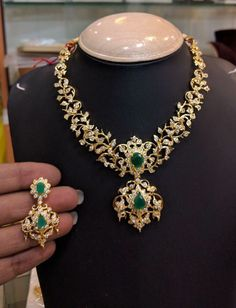 18k Gold Jewelry, Emerald Jewelry, Gold Jewellery Design, Antique Jewelry, Indian Jewelry Sets, Bridal Jewelry Sets, Diamond Necklace Set, Gold Necklace, Uncut Diamond