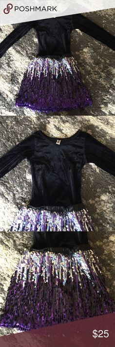 Mignone Velour & Sequin Dress size 6-7 Mignone Velour & Sequin Dress size 6-7 retail $78 from Nordstrom EUC Mignone  Dresses Formal