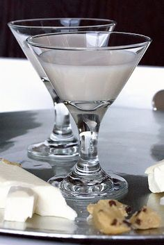 25 rumchata recipes to change your life.I love Rumchata! Had it for my first time on Friday night and I will always have some on hand :) Holiday Drinks, Party Drinks, Summer Drinks, Cocktail Drinks, Fun Drinks, Cocktail Recipes, Cocktails, Martinis, Drink Recipes