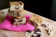 The recipe for these healthy chickpea blondies, is great for everyone who loves desserts, but prefers healthy alternatives. It is also ideal for everyone who cannot force himsel. Sin Gluten, Vegan Gluten Free, Desserts Sains, Sweet Recipes, Healthy Recipes, Small Cake, Mets, Granola Bars, Blondies
