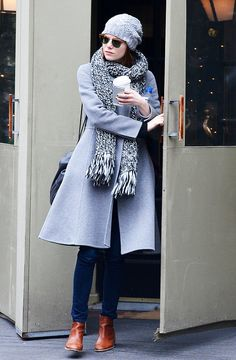Emma Stone Is Clearly Obsessed With These Boots - Fall-Winter 2017 - 2018 Street Style Fashion Looks Celebrity Boots, Celebrity Style, Emma Stone Street Style, Emma Stone Style Casual, Mode Cool, Winter Looks, Cozy Winter, Fall Winter, Swagg