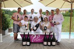 """Es war wieder einmal die """"PINK & WHITE - Bubble Night"""" am wunderschönen Gut Pössnitzberg in Leutschach. Und getreu diesem Motto feierten mehr als 200 Gäste, hatten viel Spaß und ließen sich mit Köstlichkeiten verwöhnen. Pinot Noir, Motto, Pink White, Bubbles, Lifestyle, Sparkling Wine, Champagne, Nice Asses, Mottos"""