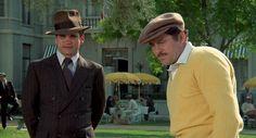 Otro de los impecables trajes de la película frente a una genial elección para jugar al golf.