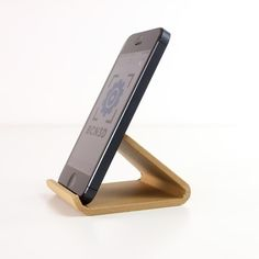 Download on https://cults3d.com #3Dprinting #Impression3D 3D printing Universal Phone Stand, BCN3D