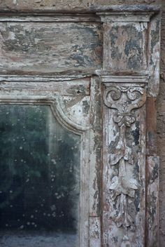 """""""A detail of old finish I make on furniture, they must have a faded aspect""""...Elise Valdorcia"""