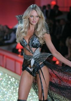 VS Showtime! Candy rules the runway! <3