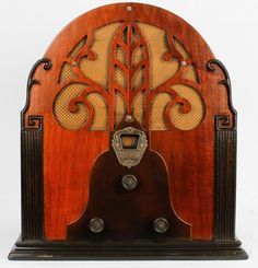 1932. Airline Model 811 Cathedral Radio